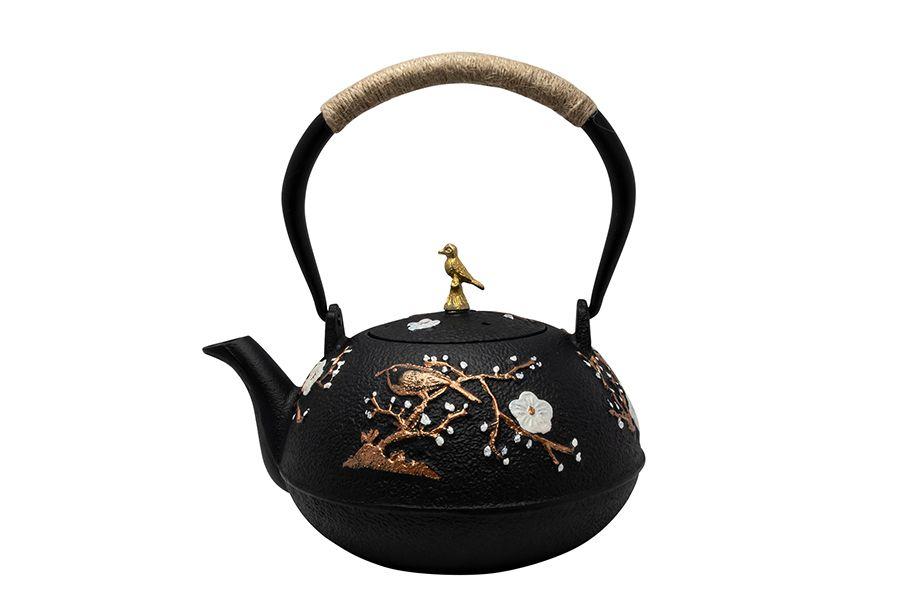 Gietijzeren theepot in Aziatische stijl