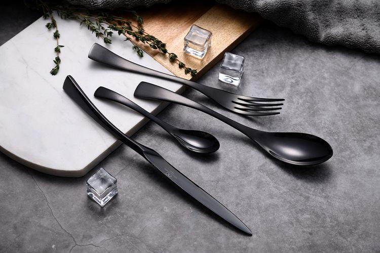 Zwarte bestekset van Bergner (model: Essence)