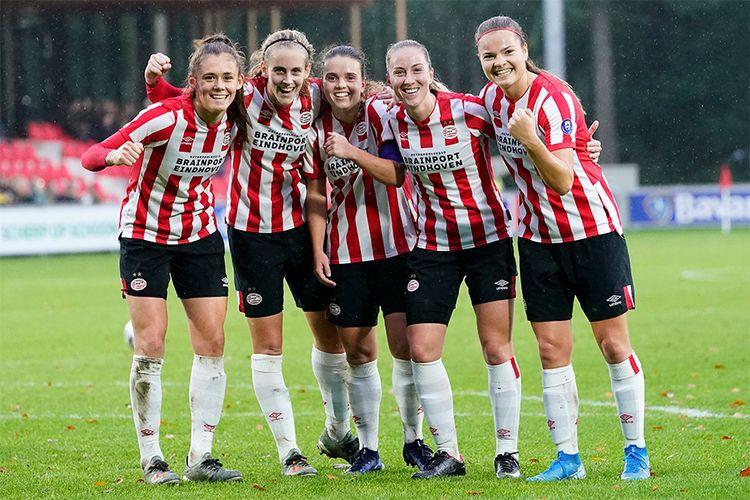 Korting 4 voetbaltickets voor PSV Vrouwen Ajax Vrouwen