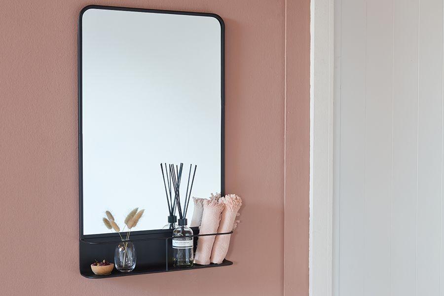 Spiegel met rekje