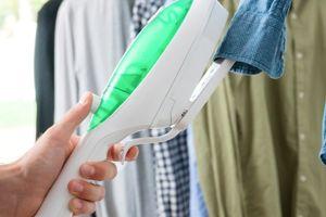 2-in-1 verticaal strijkijzer en kledingstoomreiniger