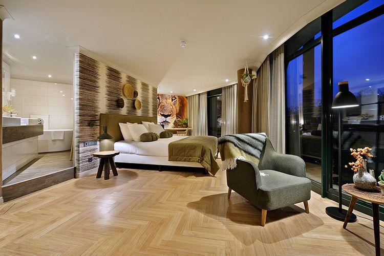 Nacht in Safari Suite met whirlpool, Van der Valk Almelo