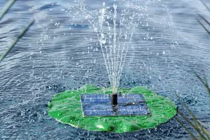 Drijvende fonteinpomp op zonne-energie