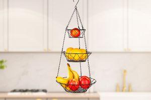 3 paniers de fruits suspendus