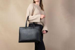 Schoudertas van The Little Green Bag (t.w.v. € 139,95,-)