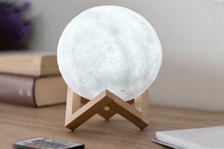 3D-maanlamp met 16 RGB-kleuren