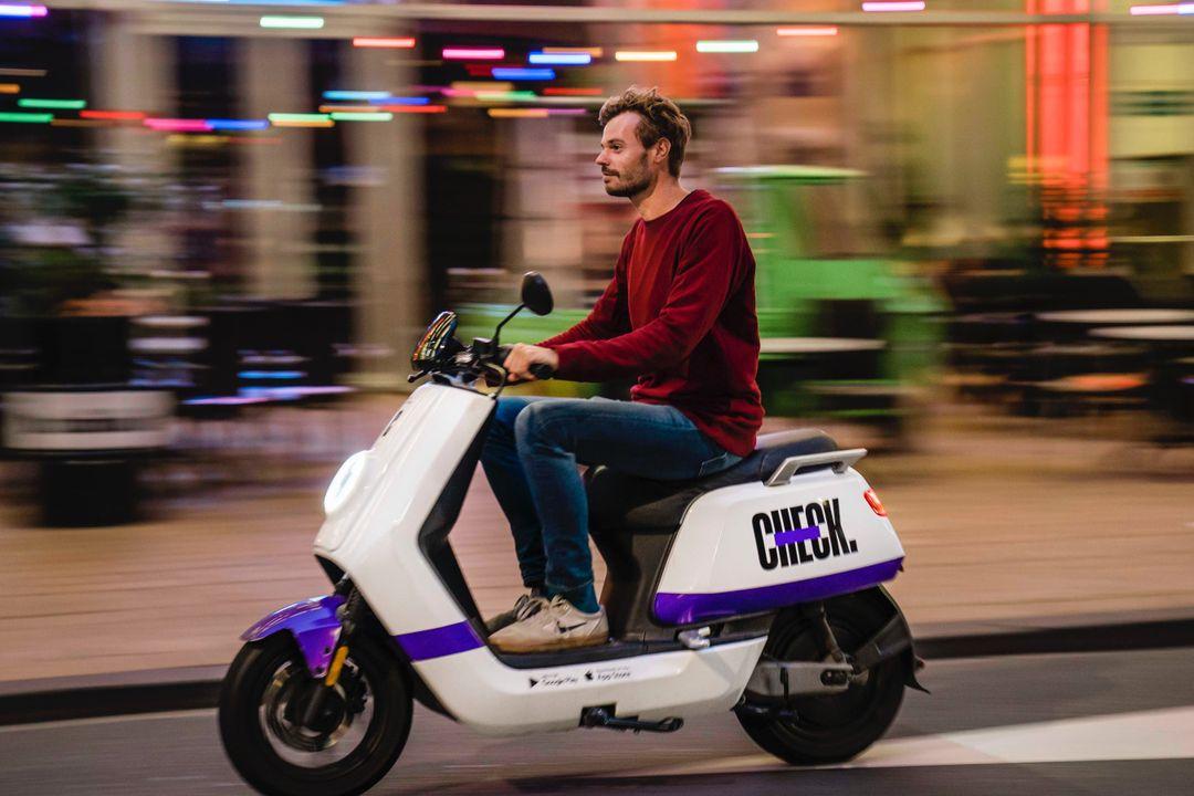 10 x 12 min. rijden op elektrische deelscooter van Check