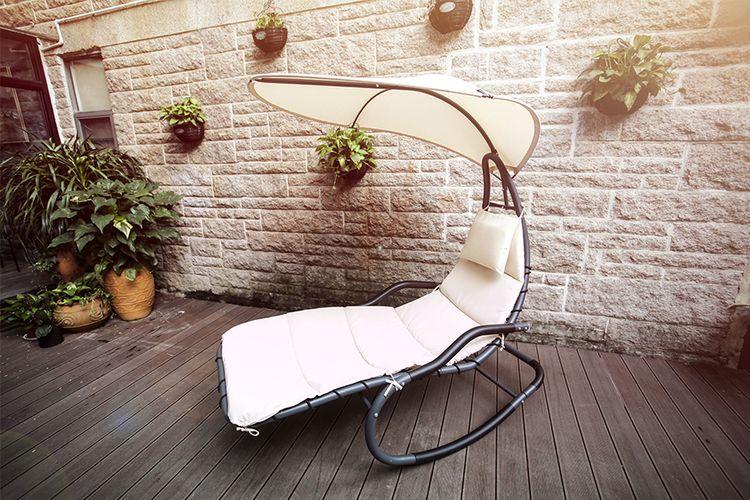 Schommelstoel met zonnescherm van Feel Furniture