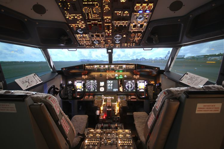 Vliegen in een Boeing 737-simulator in Rijen