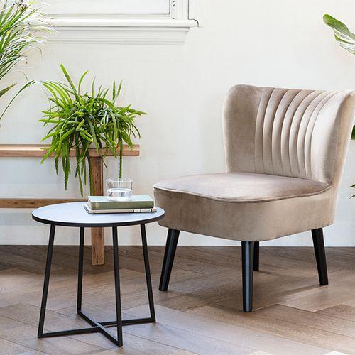 Crèmekleurige stoel