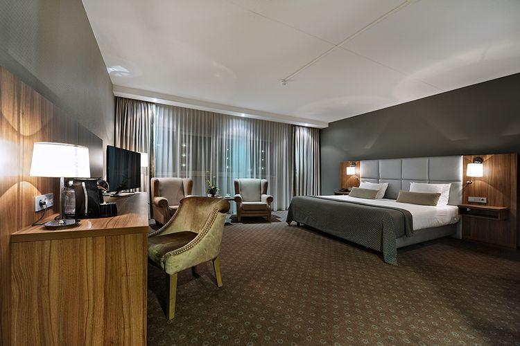 Nacht in luxe kamer met whirlpool bij Van der Valk